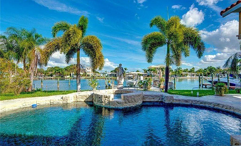 25-Leeward-Is-Clearwater-FL-33767-waterfront-pool