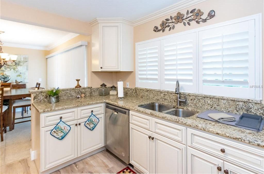 311-Island-Way-Way-101-Clearwater-FL-33767-kitchen