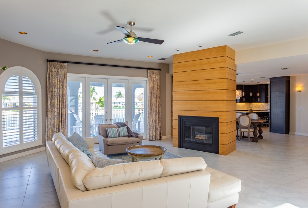 400-Palm-Is-SE-Clearwater-FL-33767-living-room