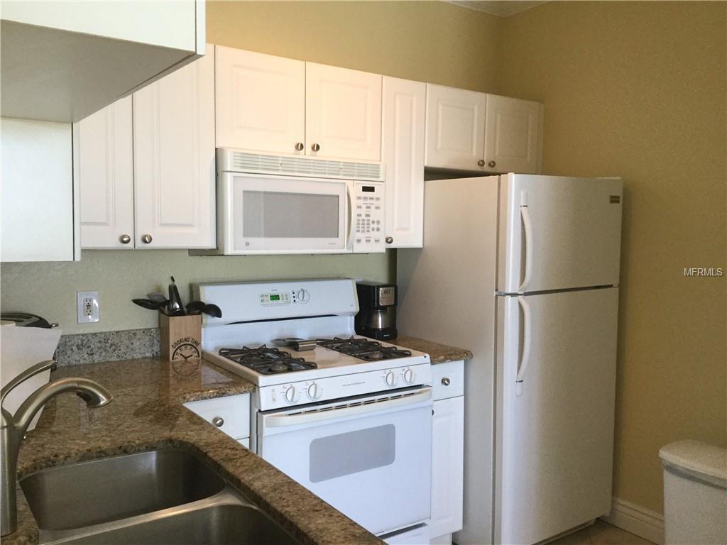 Grand-Venezia-Baywatch-Condominiums-2731-Via-Capri-Clearwater-FL-33764-kitchen